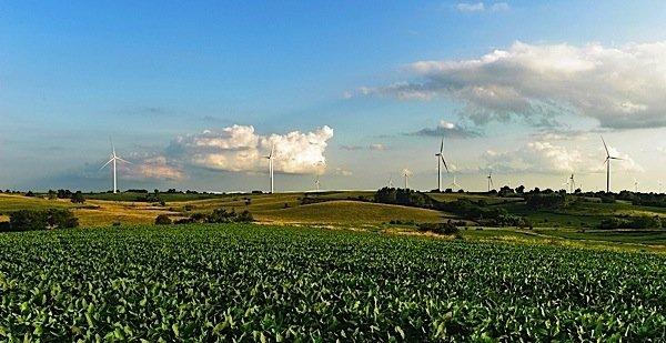 Siemens-wind-turbine-Iowa-MidAmerican-Energy-Warren-Buffett-Berkshire-Holdings-green-power-EDIWeekly