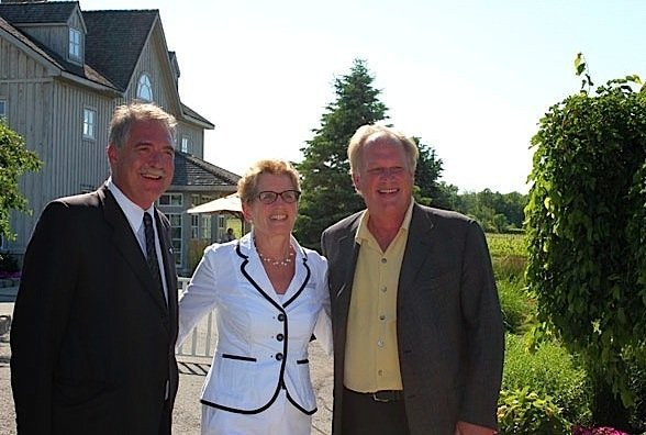 Premier-Kathleen-Wynne-Ontario-food-beverage-industry-strategy-EDIWeekly