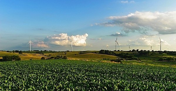 Siemens-wind-turbine-Iowa-MidAmerican-Energy-Warren-Buffett-Berkshire-Holdings-green-power-EDIWeekly