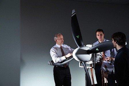 Siemens Airbus electric engine aircraft power battery engineer EDIWeekly