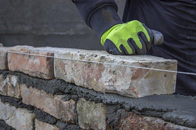 build wall 560