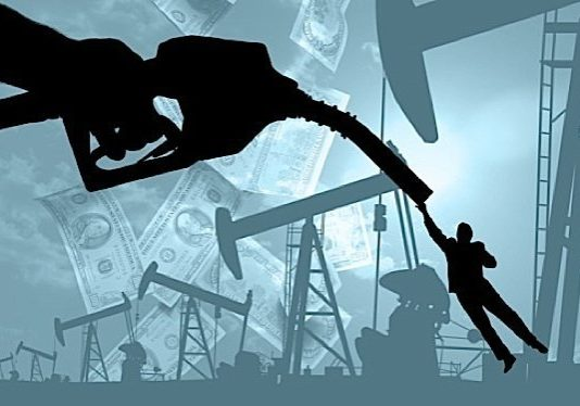 Petroleum and coal products manufacturers, as well as oil and gas extraction and support activities, saw declines in operating profits in the fourth quarter of 2012, Statistics Canada reports.